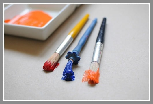 Easy Art Projects • Paint Blotting with Preschoolers from Artchoo.com