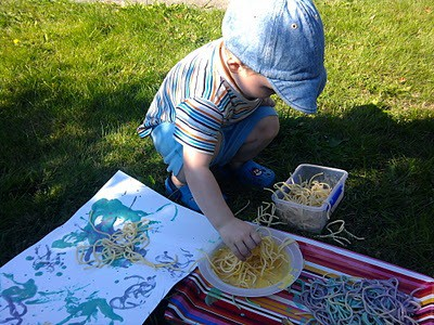 spaghetti painting! Messy play roundup from Artchoo.com