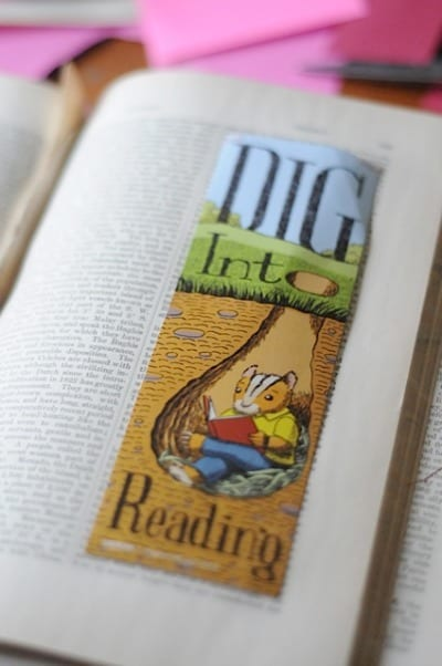 bookmark craft using old book pages! • Artchoo.com