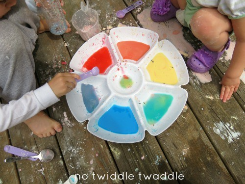 cornstarch color mixing - messy projects roundup from Artchoo.com