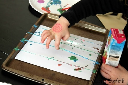 rubberband painting - messy projects roundup from Artchoo.com