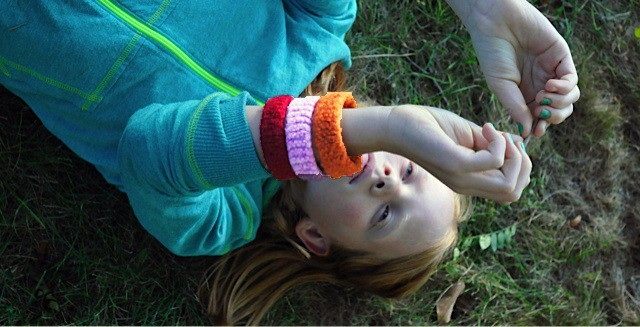 Felted Bracelets Project for kids (and beginner knitting adults!) • Artchoo.com