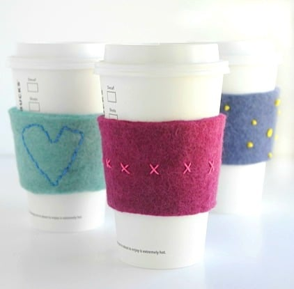Embroidered felt coffee cup cozies - so easy! Artchoo.com