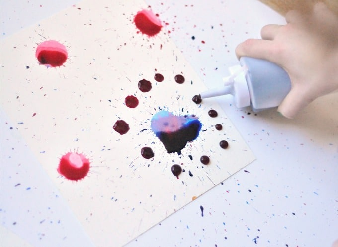 painting with squeeze bottles • Artchoo.com