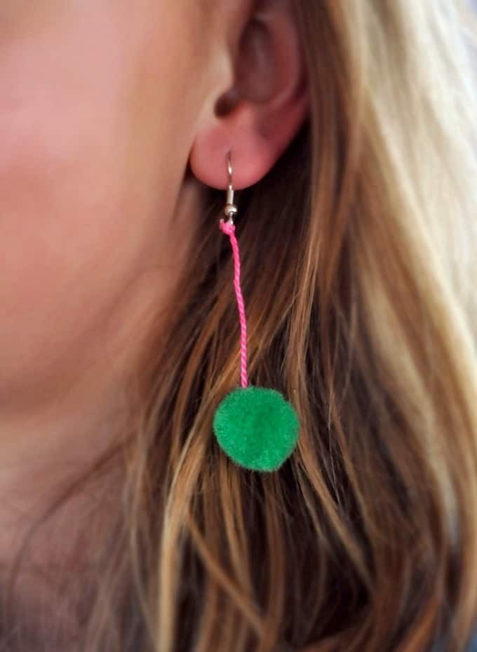 pom pom earring project from Artchoo.com