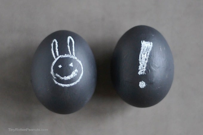 chalkboard paint eggs from Craftwhack.com