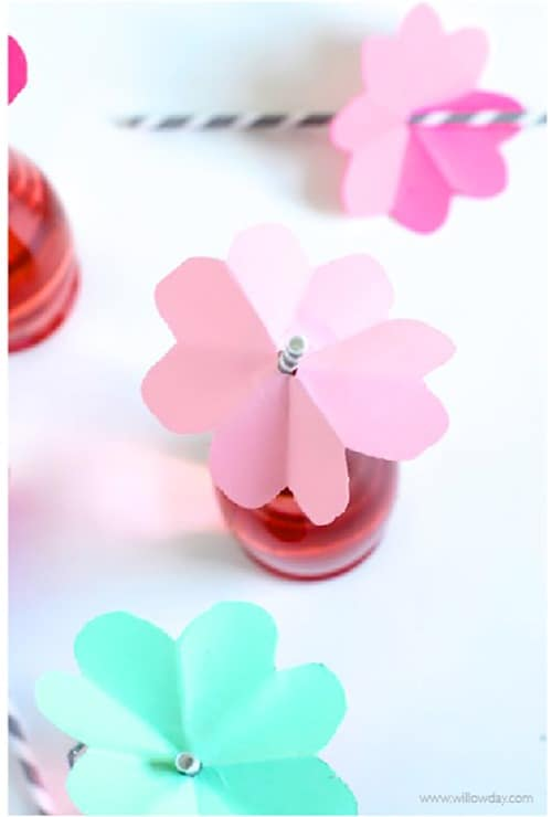 Make some cute flower straw toppers!