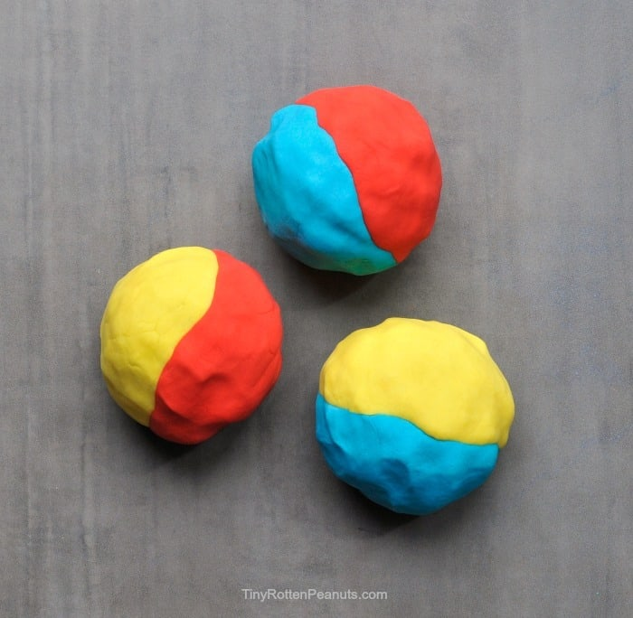 play dough color theory for kids- teaching them primary and secondary colors