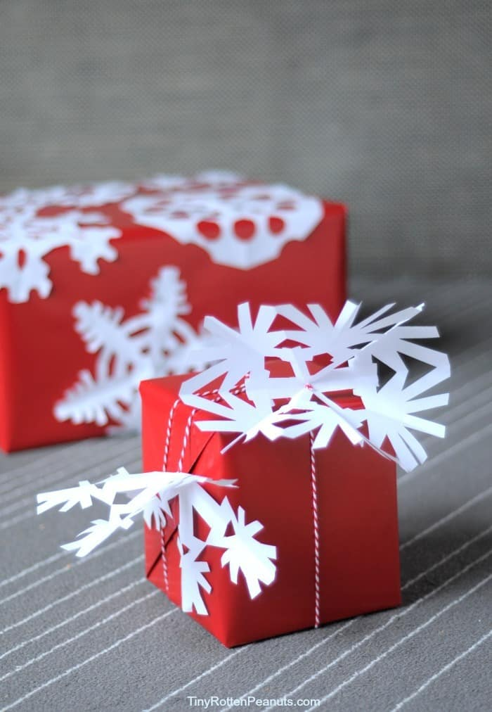 snowflake wrapping paper diy