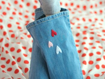 Super-cute little embroidered hearts on jean s- DIY on Tiny Rotten Peanuts.