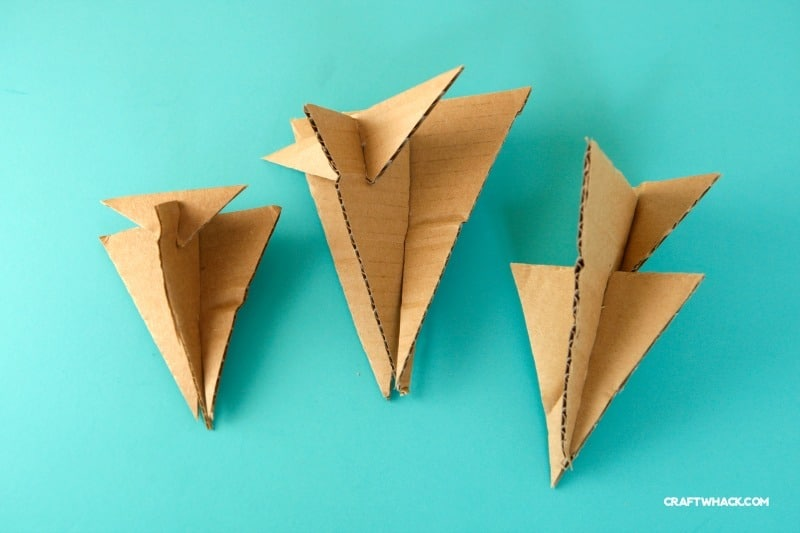 Easy craft - make some cardboard airplane toys