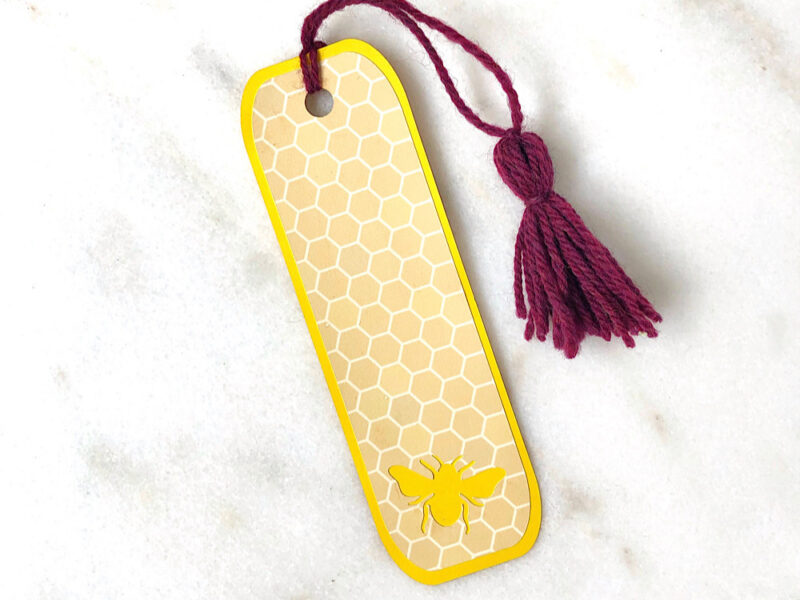 paper bee bookmark made on Cricut MAker